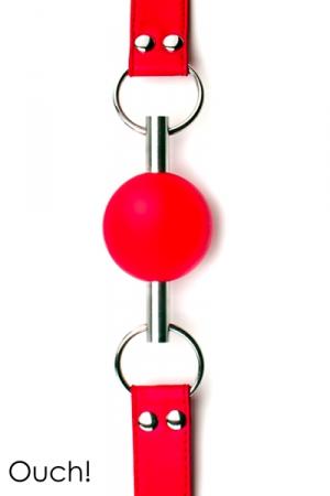 Bâillon boule de grande qualité et original avec sa balle en caoutchouc traversée par une tige en métal.
