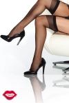 Bas nylon, un classique de féminité à fixer sur vos jarretelles.