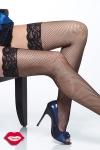 Bas résille à jarretière en dentelle, gainez vos jambes d'un quadrillage très glamour.