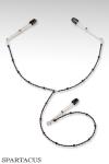 Collier en perles à fixer sur les seins et le clitoris par des pinces ajustables.