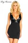 Robe courte sans manches au magnifique d�collet� en V mis en valeur par le tissus noir lam�.