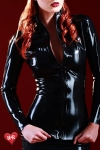 Veste en latex Skin Two haute qualit�, indispensable aux belles f�tichistes frileuses.