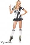 Costume d'arbitre féminin très sexy - et incorruptible, cela va de soi - robe, sifflet, et chaussettes assorties.