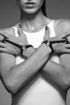 Un bracelet / harnais pour les mains, 100% Vegan, pour donner une touche incroyable � vos tenues.
