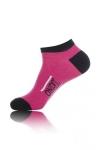 Paire de chaussettes pour hommes  On dit merci qui? , par Jacquie et Michel, tige basse, couleur rose.