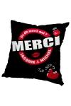 Housse de coussin 60 x 60 cm, coloris noir et rouge, par Jacquie et Michel.