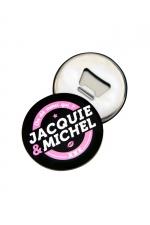 Magnet décapsuleur J&M - A la fois un objet déco aimanté aux couleurs de Jacquie & Michel d'un côté et un décapsuleur magnétique de l'autre.