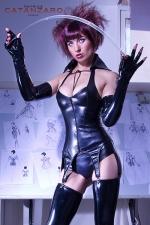 Gu�pi�re faux cuir Livine - Magnifique gu�pi�re 6 jarretelles aspect faux cuir, une tenue fetish que vous exhiberez sans retenue.