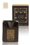 Bougie de massage parfum�e Maison Close avec pot en c�ramique et bec verseur.