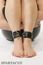 Bracelets de chevilles latex RubberLine - Bracelets de chevilles ajustables en latex, pourvues d'anneaux pour recevoir une attache ou un cadenas.