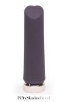 Un mini vibro haute qualit� en silicone, rechargeable, sp�cial stimulation clitoridienne, par Fifty shades of Grey.