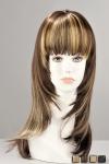 Perruque mi-longue effilée en cheveux synthétiques réalistes. Une métamorphose pleine de féminité.