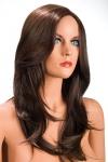 Perruque ch�tain aux cheveux longs ayants un aspect naturel. Elle tombe � merveille sur les �paules.