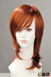 Une coupe jeune et moderne pleine de style avec cette perruque mi-longue effil�e, � m�che sur le cot�.