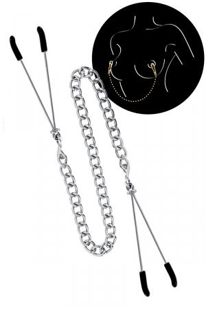 2 pinces à seins reliées entre elles par une chainette en acier argenté, pour lui procurer de délicieuses sensations.