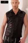 Veste sans manches en wetlook, style army avec ses poches de poitrine � rabats, ses �paulettes et le pli dorsal surpiqu�.