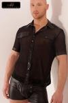 Chemisette légère en tulle, avec des détails en wetlook mat qui lui donnent un style classe et viril.