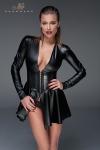Evas�e et manches longues, cette robe courte en wetlook poss�de une ceinture corset qui affine la silhouette.