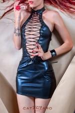Robe Izella - Mini robe en lycra laqué, fermée devant et derrière par un large lacé qui dessine de fabuleux décolletés.