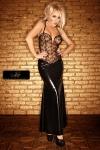 Un bustier de tulle parsem� d'un plumetis de paillettes, et une jupe longue moulante sur les hanches... une robe de Diva.