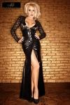 Une robe longue magnifique et sophistiqu�e en dentelle et wetlook au noir intense.