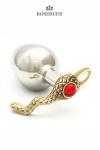 Un gros et luxueux Rosebud en hommage à l'artiste Niki de Saint Phalle pour le plaisir des yeux et des sens.
