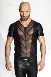 T-shirt V en wetlook mat ouvert sur les pectoraux et le ventre d'une large bande de tulle transparent d�cor� de chevrons.